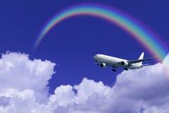 Nuvens e arco-íris do avião imagem de stock