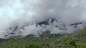 Nuvens e as montanhas Timelapse video estoque