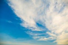 Nuvens e céu azul Imagens de Stock Royalty Free