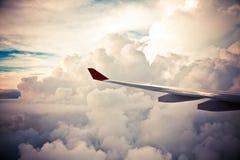 Nuvens e céu como a janela completamente vista de um avião Fotografia de Stock Royalty Free