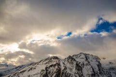 Nuvens e céu das montanhas Fotografia de Stock Royalty Free