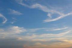 Nuvens e céu do fundo no por do sol Fotografia de Stock