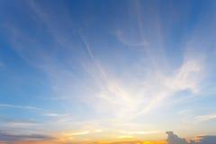 Nuvens e céu do fundo no por do sol Fotografia de Stock Royalty Free