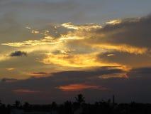 Nuvens e céus do por do sol foto de stock