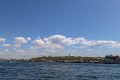 Nuvens e dia nebuloso do céu azul imagens de stock royalty free