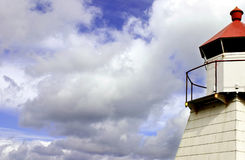 Nuvens e farol Imagens de Stock