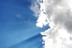 Nuvens e luz do sol Foto de Stock Royalty Free
