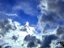 Nuvens e luz fotografia de stock