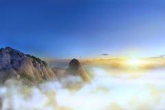 Nuvens e névoa na montanha de Bukhansan Fotos de Stock Royalty Free