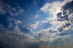 Nuvens e nascer do sol Foto de Stock