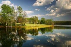 Nuvens e o lago Fotos de Stock Royalty Free
