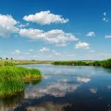 Nuvens e reflexões Imagem de Stock