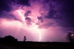 Nuvens e relâmpagos e tempestade do trovão imagens de stock royalty free