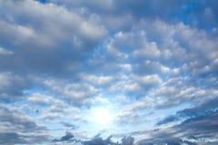 Nuvens e sol Imagem de Stock
