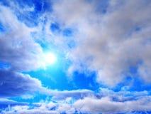 Nuvens e sol, céu bonito com nuvens Fotos de Stock Royalty Free