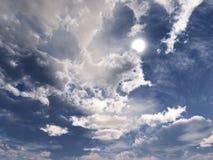 Nuvens e sol, céu bonito com nuvens Imagem de Stock