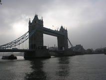 Nuvens e sol da ponte da torre Fotos de Stock Royalty Free