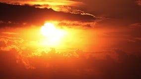 Nuvens e sol. Timelapse filme