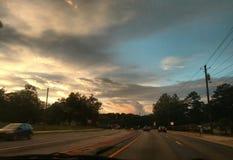 Nuvens e sunlights escuros Imagens de Stock