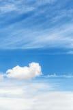 Nuvens e um céu azul imagens de stock royalty free