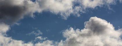 Nuvens - em uma mola Fotografia de Stock Royalty Free