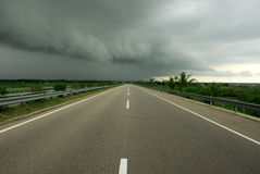 Nuvens escuras adiante Foto de Stock