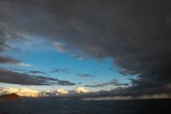 Nuvens escuras tormentosos Imagens de Stock