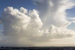 Nuvens grandes sobre o porto de Manukau Fotos de Stock Royalty Free