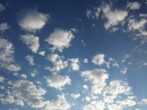 Nuvens inchado 2 foto de stock