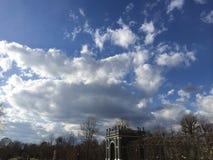 Nuvens leitosas sobre os jardins de Schonbrunn Foto de Stock Royalty Free