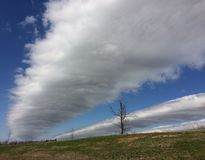 Nuvens longas, estreitas Imagens de Stock