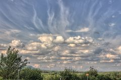 Nuvens mágicas da república checa e do monte ŘÃp Imagens de Stock