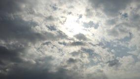 Nuvens macias backlit pelo sol Imagens de Stock