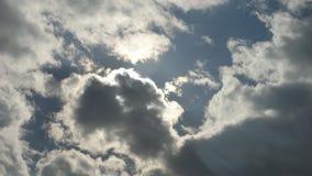 Nuvens macias backlit pelo sol, fim acima Foto de Stock