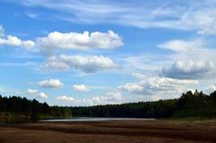 Nuvens macias no céu azul imagem de stock royalty free