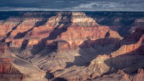 Nuvens meados de do dia em Grand Canyon obscuro vídeos de arquivo