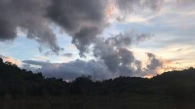 Nuvens na fotografia do tempo-lapso do céu vídeos de arquivo