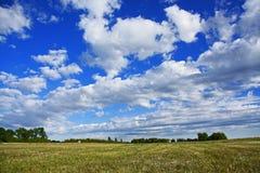 Nuvens nas pradarias Imagem de Stock Royalty Free