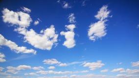 Nuvens no céu video estoque