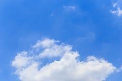 Nuvens no céu azul Foto de Stock Royalty Free