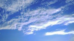 Nuvens no céu azul Imagens de Stock
