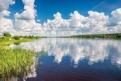 Nuvens no céu e Imagem de Stock Royalty Free