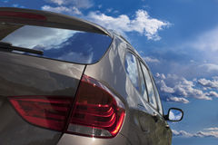 Nuvens no carro novo. Foto de Stock