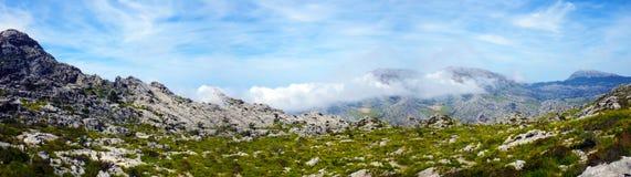 Nuvens no montain Imagem de Stock Royalty Free