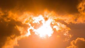 Nuvens no por do sol, nuvem alaranjada da luz solar Imagem de Stock Royalty Free