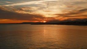 Nuvens no por do sol sobre o mar filme