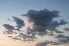 Nuvens no tempo do por do sol fotos de stock royalty free