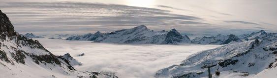 Nuvens no vale Imagens de Stock