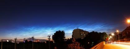 Nuvens Noctilucent imagem de stock