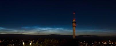 Nuvens Noctilucent brilhantes fotos de stock royalty free